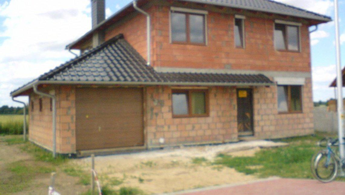 Проект двухэтажного дома с боковым гаражом