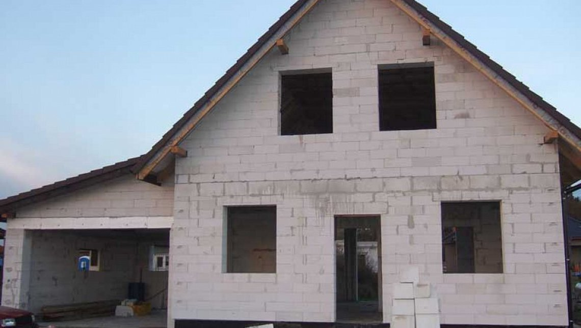 Проект дома с мансардой в традиционном стиле