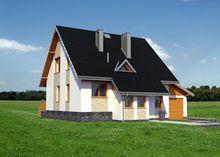 Интересный загородный коттедж с высокой крышей