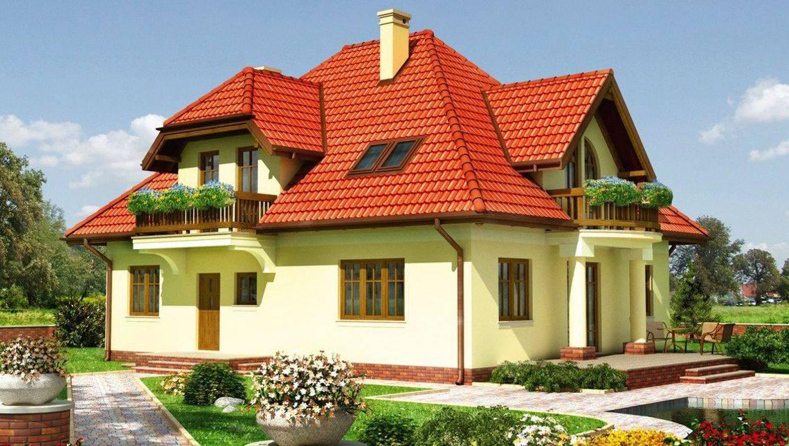 Красивый загородный особняк 10 на 13 м с деревянными балконами